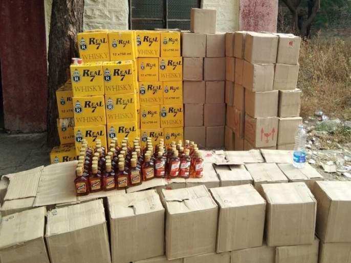 5 lakh of liquor seized in Nevasa Police outpost in Pachegaon Shivar | नेवाशात साडेपाच लाखाची दारु जप्त; पाचेगाव शिवारात पोलिसांची धाड