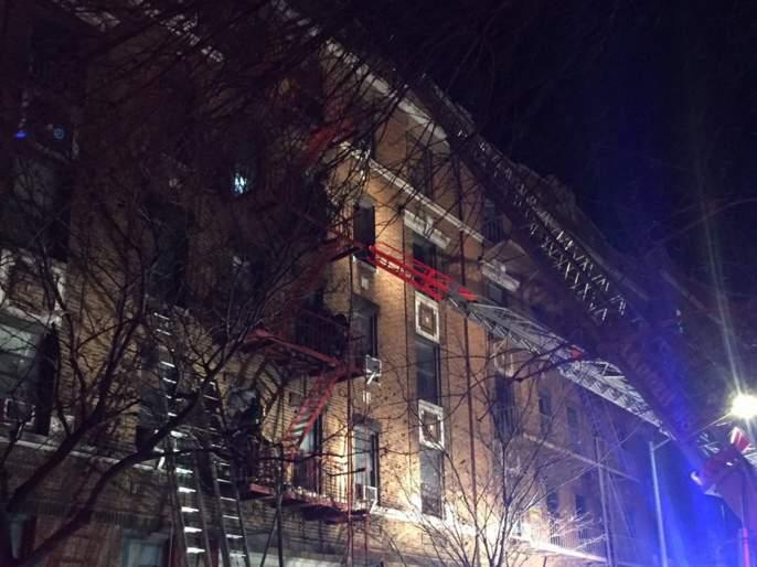 12 people die in New York fire | न्यू यॉर्कमधील इमारतीत लागलेल्या आगीमध्ये 12 जणांचा मृत्यू