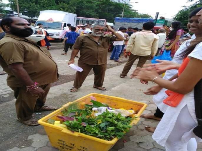 Nirmalya got established in Thane, 65 tons Nirmalya compiled in Ganapati   ठाण्यात निर्माल्य झाले निर्मल,गणपतीत यंदा ६५ टन निर्माल्य संकलित