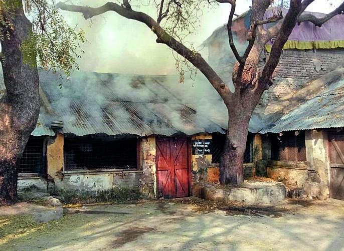 Fire at malkapur municipal school; Loss of millions | मलकापूर येथे पालिका शाळेला आग; लाखोंचे नुकसान