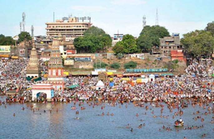 A crowd of devotees around Pandharpur for a visit to the Massa Mahitatpanduranga   अधिक मासानिमित्तपांडुरंगाच्या दर्शनासाठीपंढरपूरात भाविकांची गर्दी