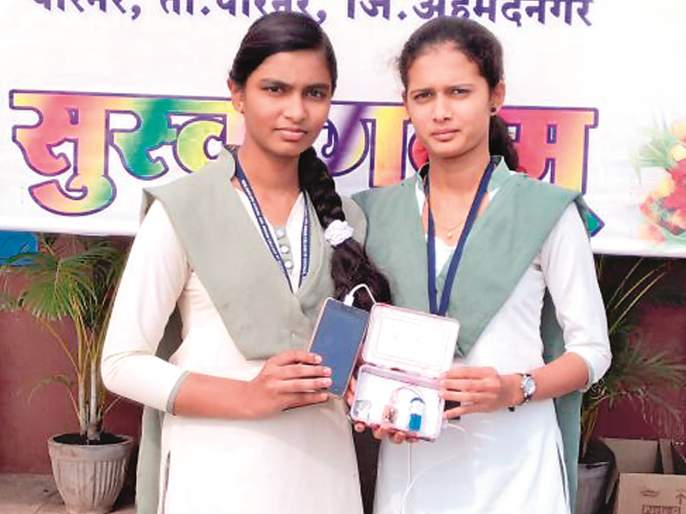 Parner's girls made power bank for mobile in only 20 rupees | पारनेरच्या मुलींनी फक्त वीस रुपयात बनवली मोबाईल पॉवर बँक
