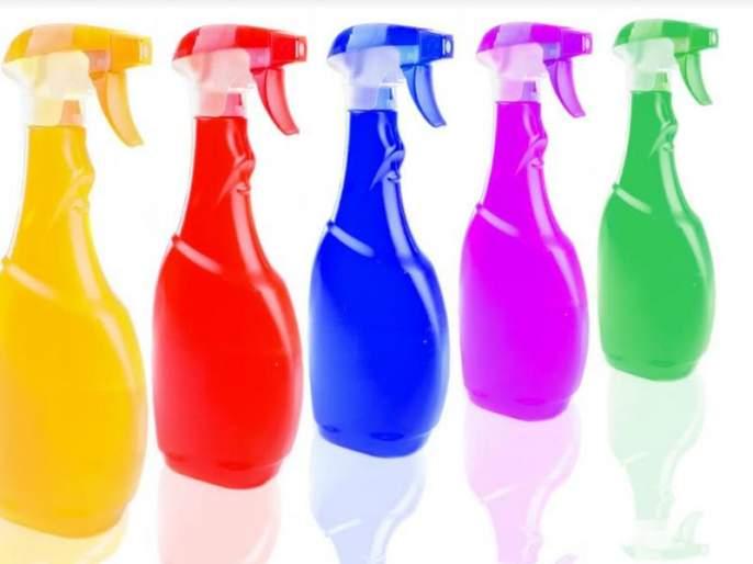 use damp cloth for cleaning car interior plastic | कारच्या आतील प्लॅस्टिक स्वच्छतेसाठी वॅक्स पॉलिशपेक्षा साध्या कापडाच्या ओलसर फडक्याचा वापर अधिक प्रभावी
