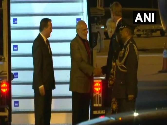 Sweden Prime minister modi received by swedish pm on arrival in stockholm | पंतप्रधान नरेंद्र मोदी स्वीडनमध्ये दाखल, प्रोटोकॉल मोडून स्वीडनच्या पंतप्रधानांनी मोदींचं विमानतळावर केलं स्वागत
