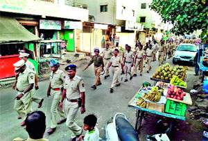Midnight Coimbing Operation in Jalgaon Sensitive Areas | जळगावात संवेदनशील भागात मध्यरात्री कोम्बींग आॅपरेशन