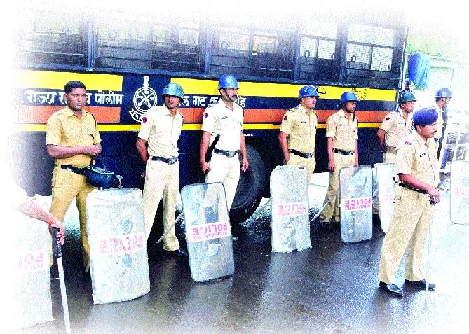 Police attention to 13 crowded crowds of Ganeshotsav | गणेशोत्सवात जास्त गर्दीच्या १३ स्थानकांवर पोलिसांचे लक्ष