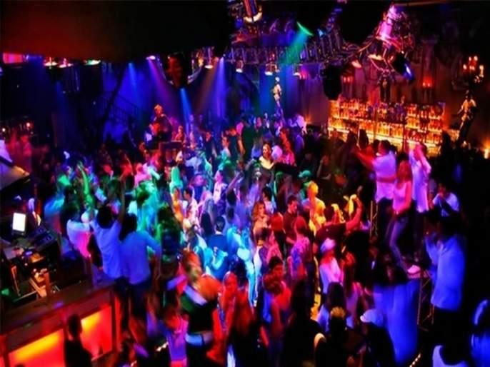 Pub Culture, also in the Cyber City,: On the Dance Floor At College Girl | सायबर सिटीतही रुजतेय पब संस्कृती, : महाविद्यालयीन तरु ण थिरकतात डान्स फ्लोअरवर
