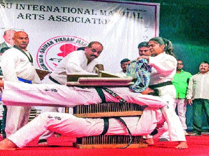 Women's Thrill !, Vaishnavi Mandekar and Asmita Joshi created the world record | महिलाशक्तीचा थरार!, वैष्णवी मांडेकर व अस्मिता जोशी यांनी घडविला जागतिक विक्रम