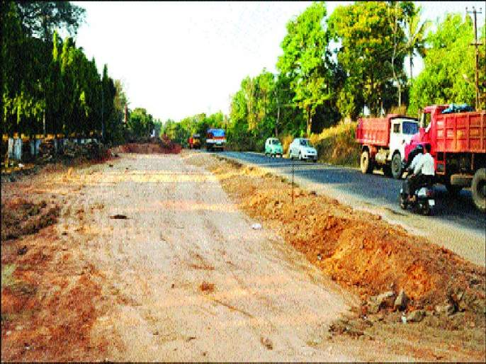 Fourthly: Waiting for a compensation for highway project affected people | चौपदरीकरण: महामार्ग प्रकल्पग्रस्तांना मोबदल्याची प्रतीक्षा