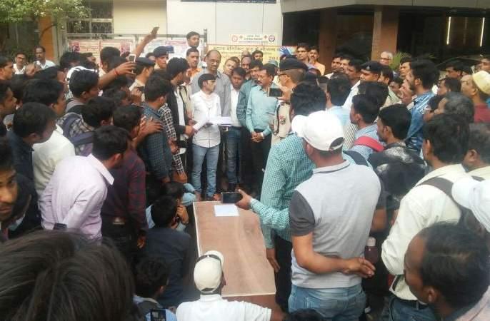 Rage of Railway employees with dead bodies | मृतदेह घेऊन रेल्वे कर्मचाऱ्यांचा संताप