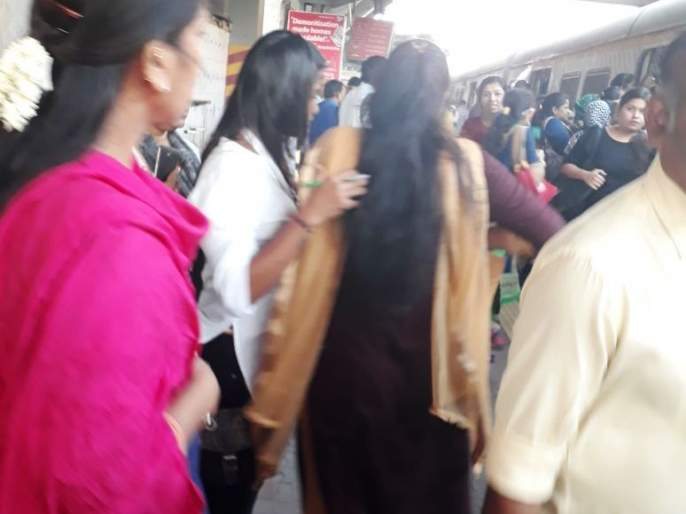 The technical rush of Kopar station with Vangani: 24 hours later on Central Railway track | वांगणीसह कोपर स्थानकातील तांत्रिक घोळ : २४ तासांनंतर मध्य रेल्वे रुळावर