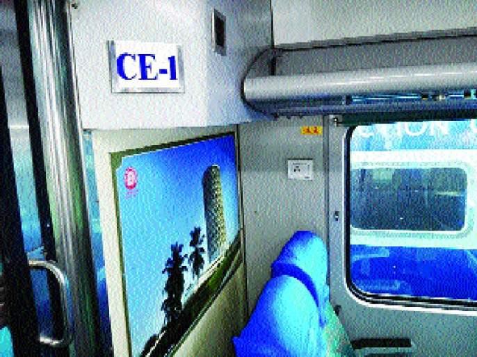 Mumbai-Ahmedabad Shatabdi Transforms Rupees, Limited Wi-Fi for Executives | मुंबई-अहमदाबाद शताब्दी एक्स्प्रेसचे रूपडे पालटले , एक्झिक्युटिव्ह प्रवाशांसाठी बोगीत मर्यादित वाय-फाय