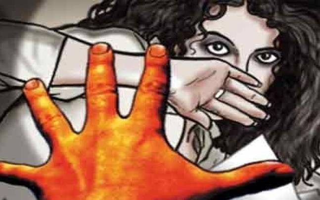 Rape on women by giving unconscious medicine   गुंगीचे औषध देऊन महिलेवर बलात्कार