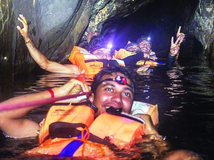 Ratnagiri: Maharashtra's first natural cave open for tourists, stubborn mountaineering efforts | रत्नागिरी : पर्यटकांसाठी महाराष्ट्रातील पहिलीच नैसर्गिक गुहा खुली, जिद्दी माऊंटेनिअरिंगचे प्रयत्न