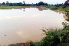 Washim: Farmers aggressive for water in the Jahangir irrigation project | वाशिम : वारा जहाँगिर सिंचन प्रकल्पातील पाण्यासाठी परिसरातील शेतकरी आक्रमक