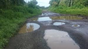 Five crore funds for road repair in the district | जिल्ह्यातील रस्ते दुरुस्तीसाठी सव्वा पाच कोटींचा निधी