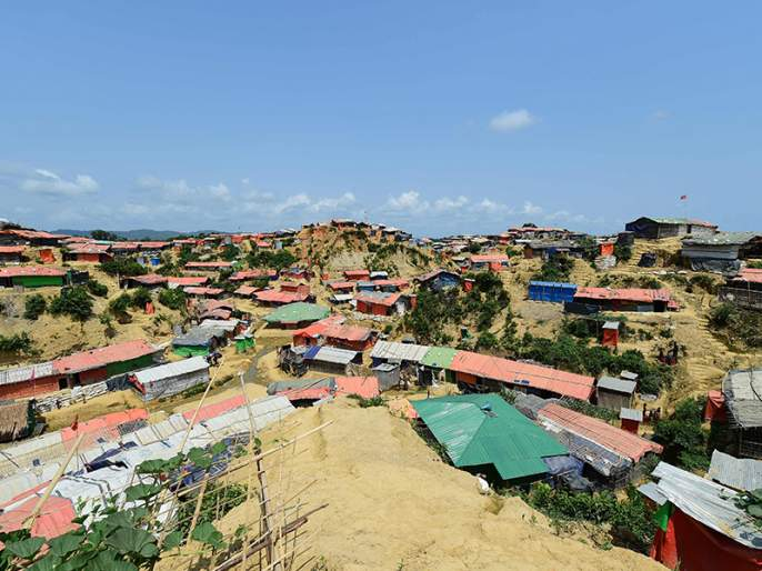 Heavy rains trigger landslides that killed at least 12 people in the area that hosts around a million refugees. | दरड कोसळून बांगलादेशात 12 रोहिंग्यांचा मृत्यू