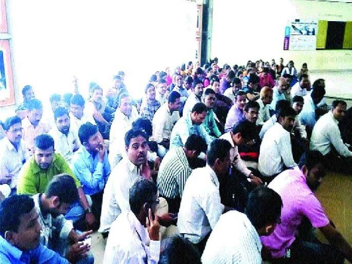225 Professor-employees' agitation | २२५ प्राध्यापक-कर्मचा-यांचे आंदोलन