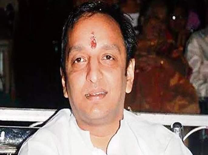 Gunavesh minister Girish Mahajan filed an immediate complaint and expelled him from the cabinet: Sachin Sawant   बंदूकबाज मंत्री गिरीष महाजन यांच्यावर तात्काळ गुन्हा दाखल करून त्यांची मंत्रीमंडळातून हकालपट्टी कराः सचिन सावंत
