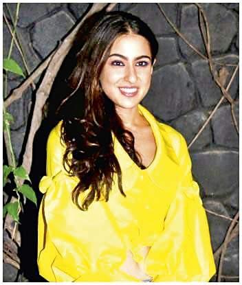 Sara Khan's kurta style, different & new | सारा खानच्या कुर्त्याची ही कोणती नवीन स्टाइल?