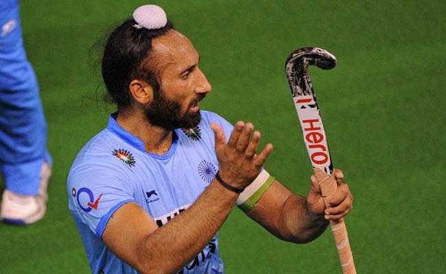 Commonwealth Games: captain Sardar Singh dropped from Hockey team | राष्ट्रकुल क्रीडा स्पर्धा : कर्णधार सरदार सिंगलाच हॉकी संघातून डच्चू