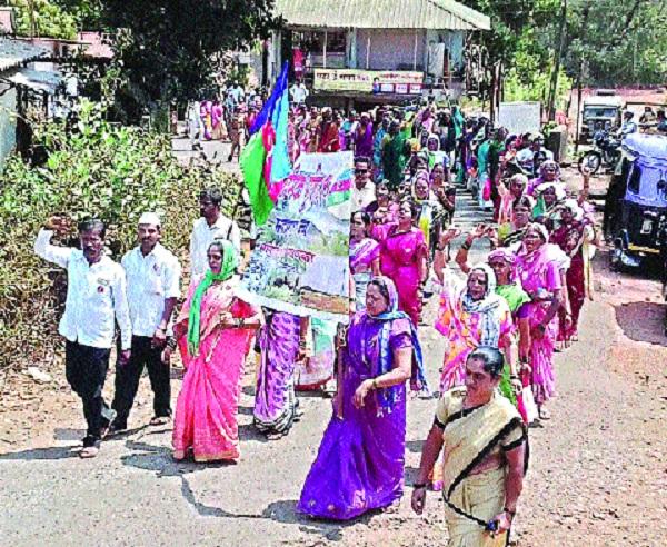 Women's Day Government's campaign against bangladesh: Movement of Koyna project affected | महिलादिनी शासनास बांगड्यांचा आहेर : कोयना प्रकल्पग्रस्तांचे आंदोलन