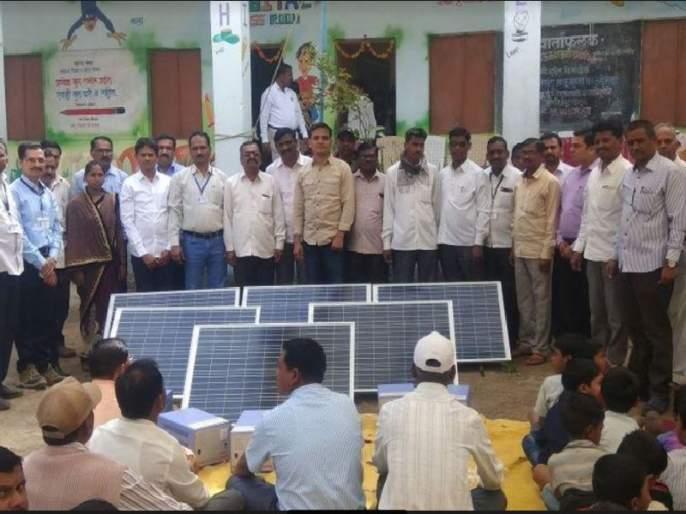 Solar energy to digital schools in Dhule district, 40 school autocomplete people's connectivity | धुळे जिल्ह्यात डिजिटल शाळांना सौरउर्जेची झळाळी, ४० शाळांच्या स्वयंपूर्णतेला लोकसहभागाची जोड