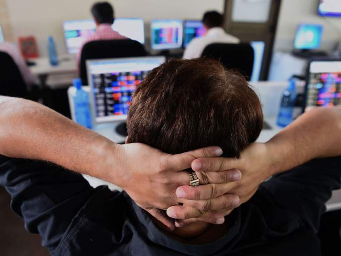 Sensex down 500 points in early trade; 2.24 lakh crore loss for traders | शेअर बाजार पुन्हा गडगडला, सेन्सेक्स 500 अंकांनी घसरला; मिनिटात 2.24 लाख कोटी झाले गायब