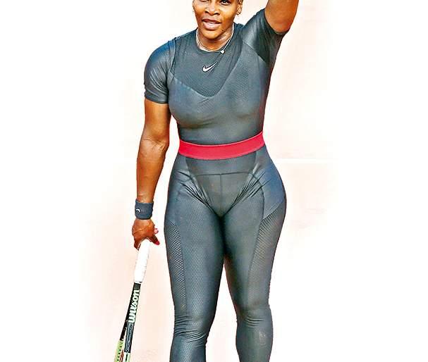 Criticism on Serena William's Cat suit   सेरेनाच्या कॅटसूटवर का तुटून पडलेय टीकाकार?