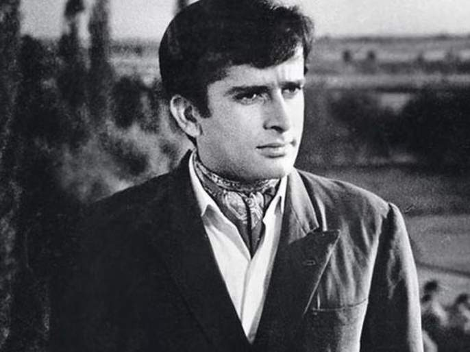 BBC shows Amitabh Bachchan in Shashi Kapoor death news, apologises after 24 hrs | शशी कपूर यांच्या निधनाची बातमी देताना बीबीसीने दाखविली अमिताभ बच्चन यांची दृश्य, 24 तासाने मागितली माफी