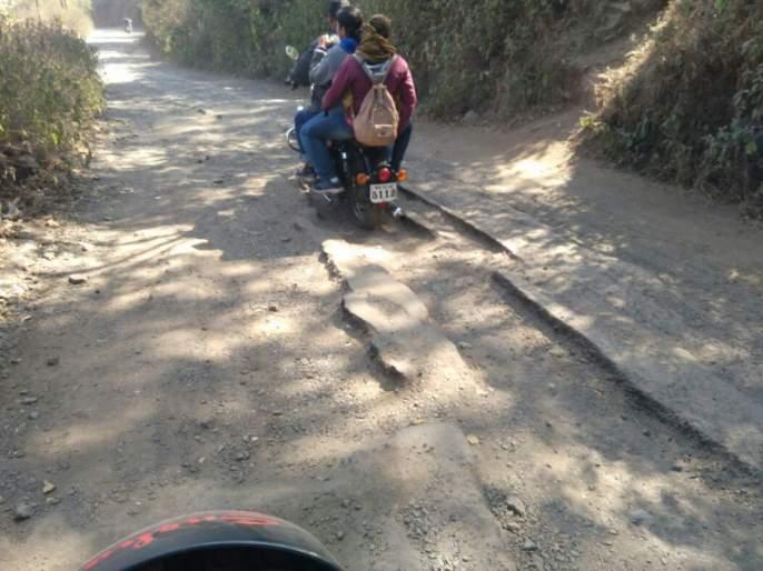 road of hole...! There is no expected work to keep Sinhagad road shut for two months | घाट नव्हे खड्ड्यांचा रस्ता...!; दोन महिने सिंहगड रस्ता बंद ठेऊनही अपेक्षित काम नाही