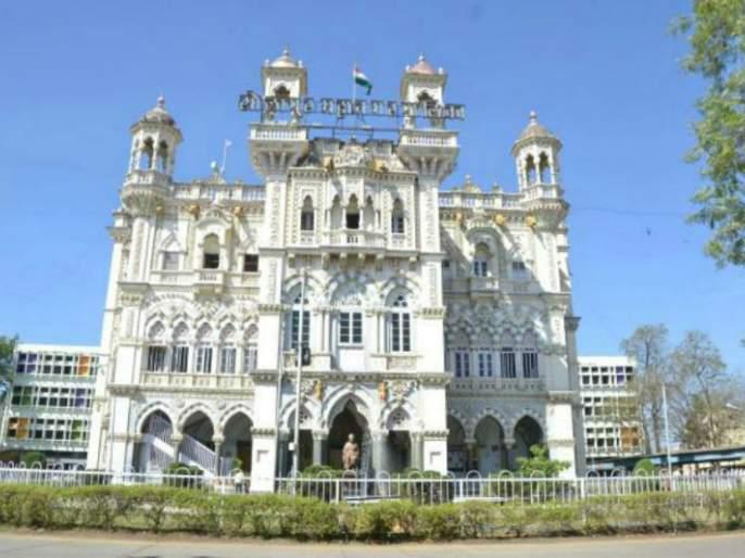 Ten people, including workers leader Shrishil Gaikwad, were killed by the police, the kind of Solapur Municipal Corporation | कामगार नेते श्रीशैल गायकवाडसह दहा जणांना पोलीसांचा बेदम चोप, सोलापूर महानगरपालिकेतील प्रकार