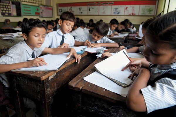 Student guides, deprived of notes; Comment on Bal Bharti's policy | विद्यार्थी गाइड्स, नोट्सपासून वंचित; बालभारतीच्या धोरणावर टीका
