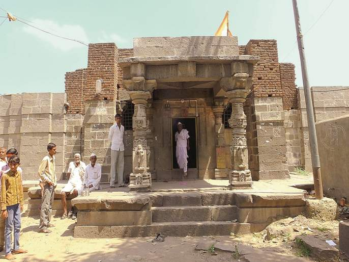 Gokuleshwar Mahadev temple group as perfect | परिपूर्ण असा गोकुळेश्वर महादेव मंदिर समूह