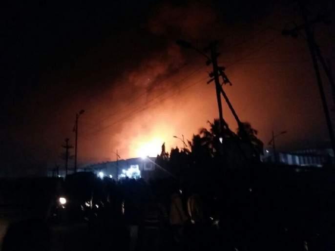 Tarapur MIDC, a 10-km compound wall collapsed with horrific explosions, Palghar, Satpati, Chinchani | तारापूर एमआयडीसीमध्ये भीषण स्फोट; तिघांचा मृत्यू, 12 जखमी