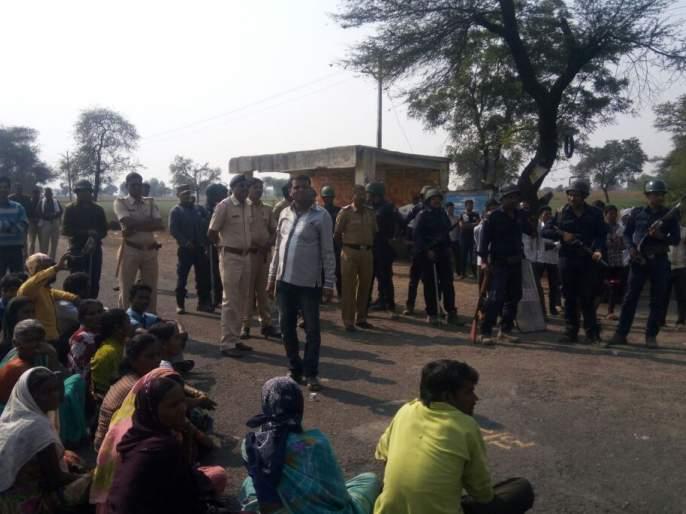 Telhara: Stop the road in Dapura by condemning the incident of Bhima Koregaon; Many arrested | तेल्हारा तालुका : भीमा कोरेगाव घटनेच्या निषेधार्थ दापुर्यात रास्ता रोको; अनेकांना अटक