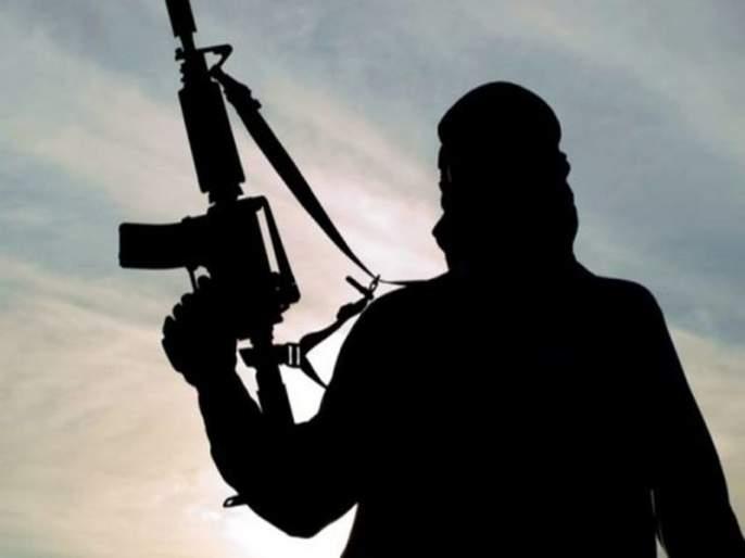 Three persons were injured in a terrorist attack in Jammu and Kashmir | जम्मू-काश्मीरमध्ये पुन्हा एकदा दहशतवादी हल्ला, 3 दहशतवाद्यांचा खात्मा, 4 जवान शहीद