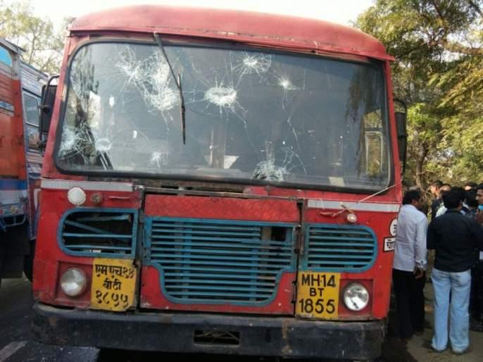 Try to burn a bus driver in Jalgaon | जळगावात बस चालकाला जाळण्याचा प्रयत्न, कोरेगाव-भीमा येथील घटनेचे पडसाद