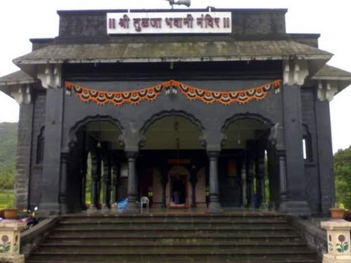 Tuljabhavani temple manager is guilty of crime | तुळजाभवानी मंदिर व्यवस्थापकाविरुद्ध गुन्हा