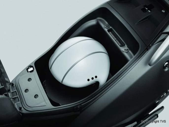 useful underseat space of scooter | स्कूटरच्या आसनाखालील बहुपयोगी जागा पण वापरताना जपून
