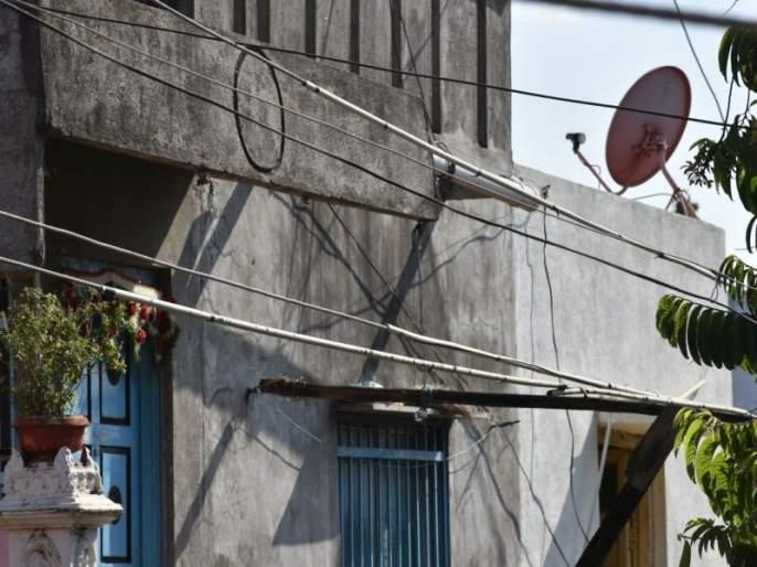 Coated cable instead of wire to prevent electricity theft: Measures in Taloda city | वीज चोरी रोखण्यासाठी तारांऐवजी कोटेड केबल : तळोदा शहरात उपाययोजना