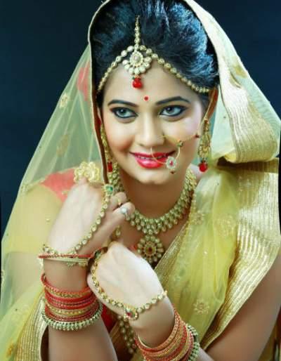 Sonar will be seen on Solapur's big screen, Premrang Marathi film will soon be seen by the audience!   सोलापूरची विनिता सोनवणे दिसणार मोठया पडद्यावर, प्रेमरंग मराठी चित्रपट लवकरच प्रेक्षकांच्या भेटीला येणार !
