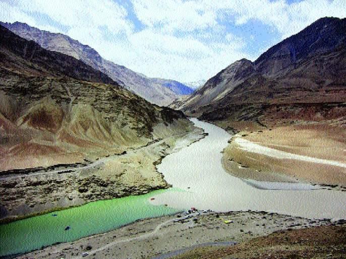 Lessons to teach: Water to Pakistan will be prevented by India | धडा शिकवणार : पाकिस्तानला जाणारे पाणी भारत अडविणार