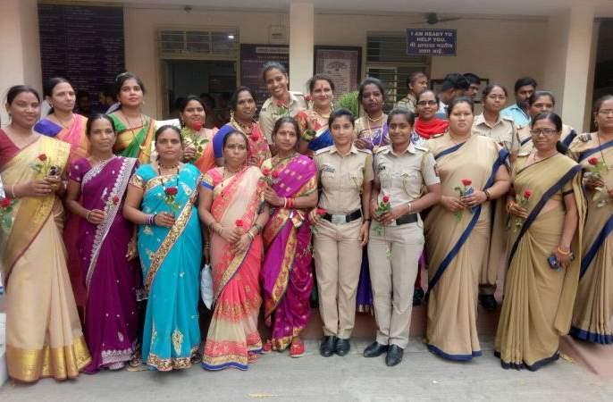 You ... welcome to the police station ...! | या... पोलीस ठाण्यात तुमचे स्वागत आहे...!