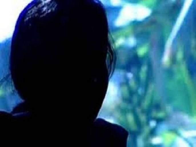 Dhunda from the village of Chutti, the protagonist of the army, accused of defamation; The incident in Osmanabad | बदनामी केल्याचा आरोप करत सैन्यातील पुतण्याने काढलीचुलतीची गावातून धिंड; उस्मानाबाद येथील घटना