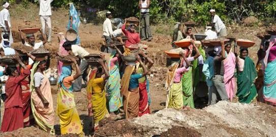 Money from the account of Roho workers in Malkapur taluka disappeared! | मलकापूर तालुक्यातील 'रोहयो' कामगारांच्या खात्यातून पैसे गायब!