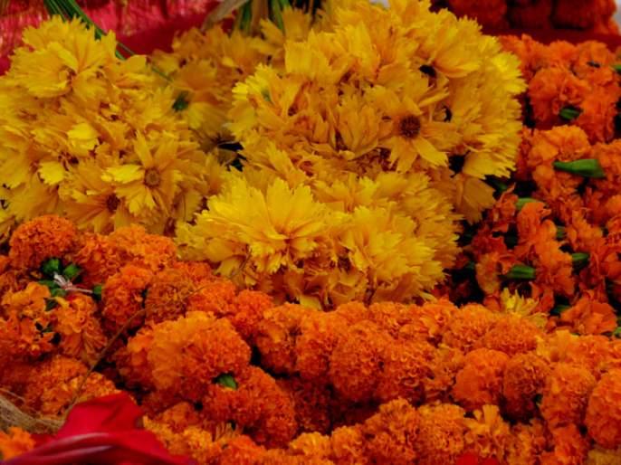 Ganeshotsav's excitement everywhere, Flower rates hike in Panji | गणेशोत्सवाचा उत्साह शिगेला, पणजीत 'फुलांना फुल्ल मार्केट'