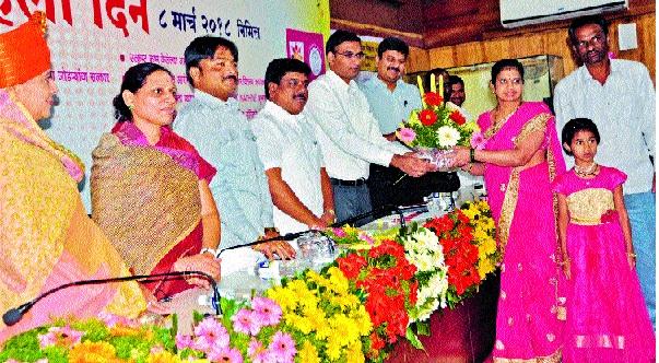 Support of the Zilla Parishad for hardworking women: Sangram Singh Deshmukh | कष्टाळू महिलांना जिल्हा परिषदेचे पाठबळ : संग्रामसिंह देशमुख