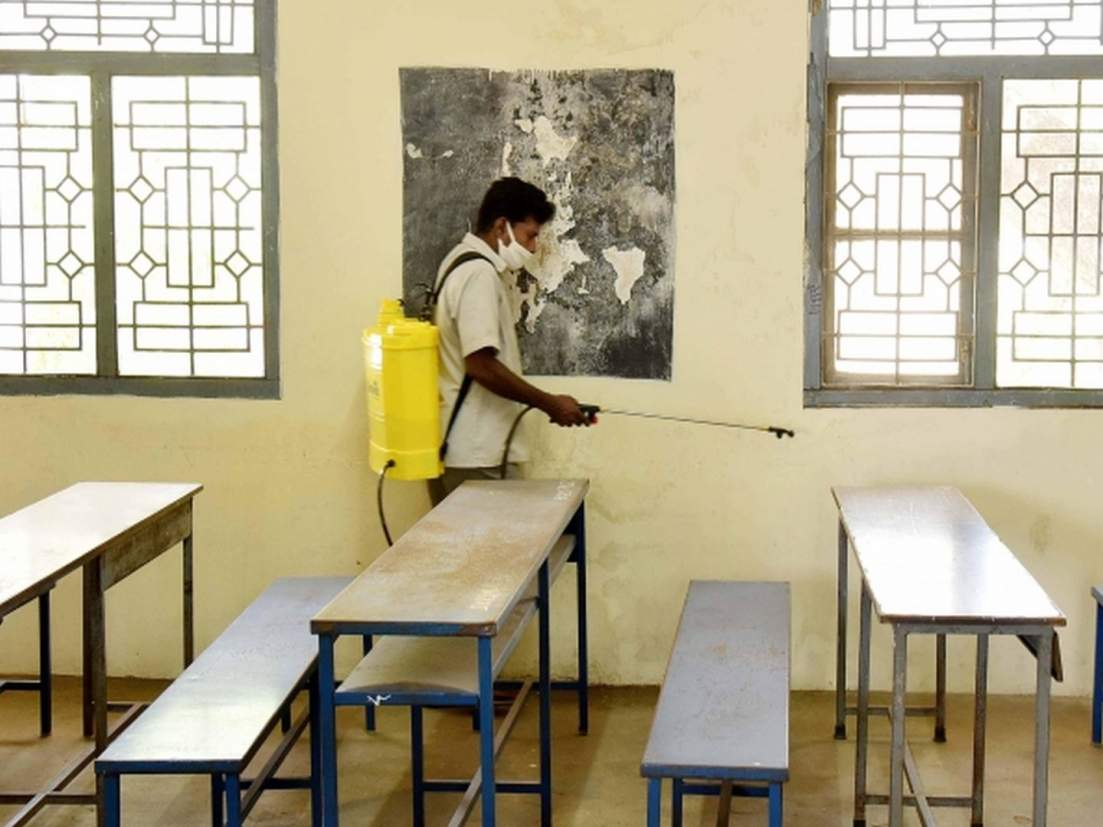 शाळा सुरू करण्याचा निर्णय स्थानिक प्रशासन घेणार-शिक्षणमंत्री - Marathi News    decision to start the school will be taken by the local  administration-Education Minister   Latest maharashtra News at ...