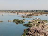 ४५ वर्षांपासून अर्धवट राहिलेला पूल; वैनगंगेत लाखो रुपयांवर फिरते पाणी